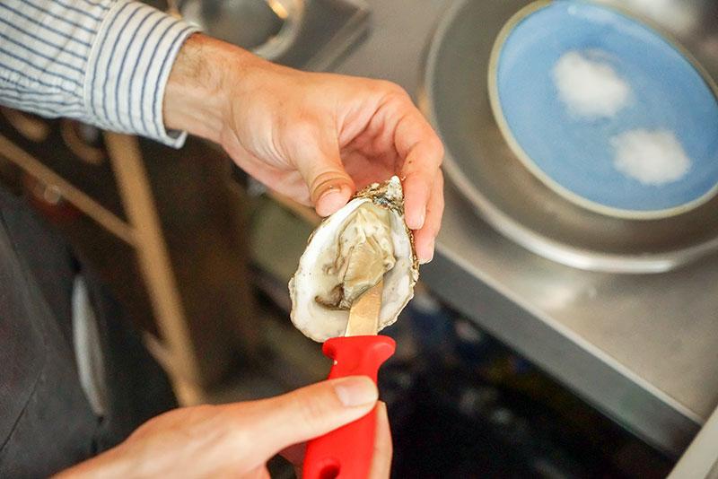 Dónde comer las mejores ostras del mundo en Madrid. Charnela.